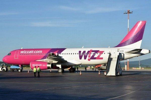 Na snímke Airbus A320 leteckej spoločnosti Wizz Air po prílete z Londýna.
