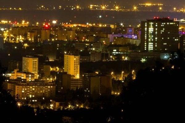 Nočné Košice. Rozsvietia sa skôr.
