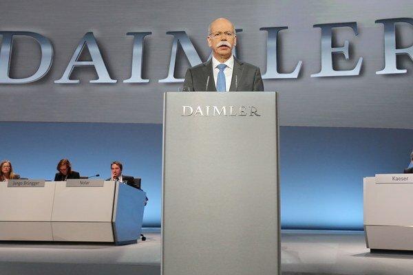 Šéf nemeckej automobilky Dieter Zetsche na stretnutí spoločnosti začiatkom apríla.