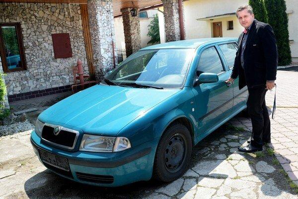 Neoznačená policajná škodovka. Slúžila hlavne ako referentské auto polície.