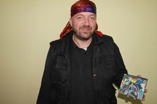 Vďačný muzikant. Attila Tverďák má z albumu veľkú radosť.