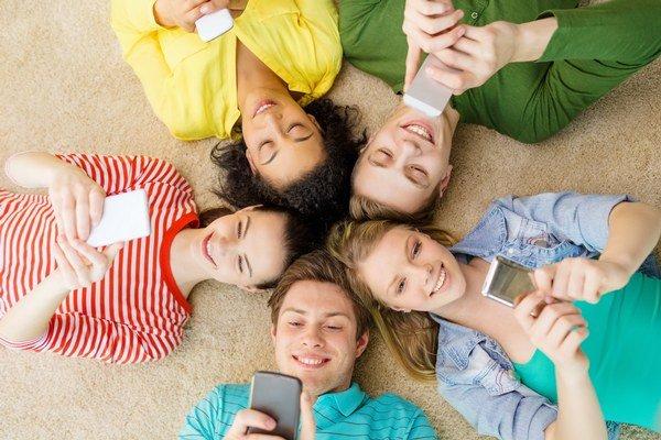 Najmä pre mladých. SMS notifikáciu si všimnú hneď.