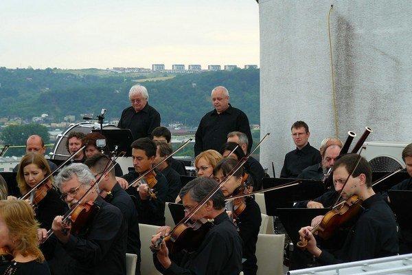 Filharmonici na streche. Vnímali to ako skvelé dobrodružstvo.