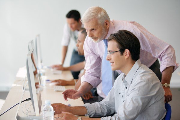 Softvéroví inžinieri. Rokmi dostanú takmer dvojnásobný plat.