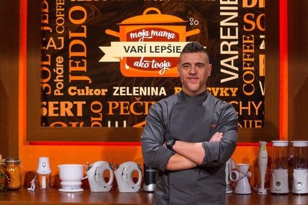 Skvelý šéfkuchár. Podľa Martina Korbeliča slovenské jedlá obstoja aj vo svete.