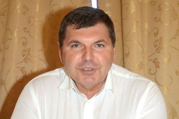 Majiteľ Dúhy Miroslav Remeta sľubuje, že všetko včas stihnú, no či sa to i podarí, to sa ešte uvidí.