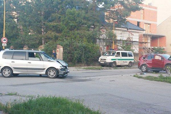 Nehoda. Stala sa v sobotu na križovaní dvoch ulíc.