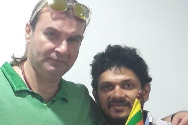 Pozdrav zo Srí Lanky. Braňo sa odfotil s kolegom.