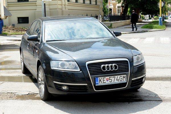 Županovo bývalé Audi. Úrad ho už tento rok vymenil, na rade sú teraz referentské vozy.