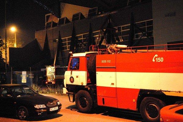 Ide o sekundy. hasiči sa niekedy nevedia dostať na miesto požiaru.