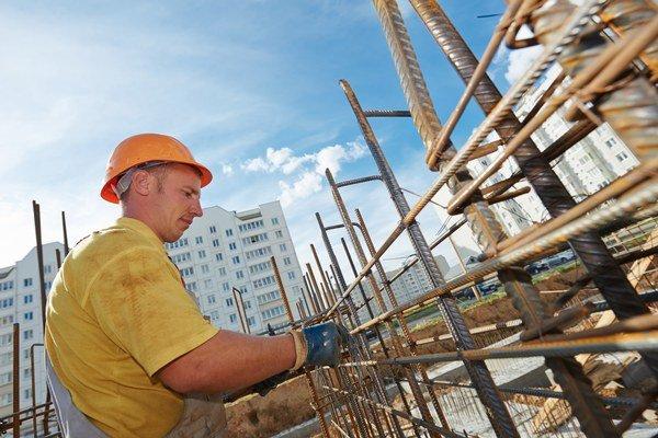 Práca v stavebníctve. Stačí jej menej, ale kvalitnejšej.