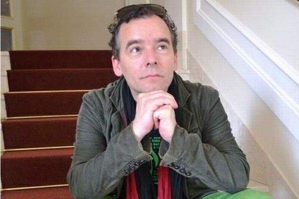 Režisér Peter Gábor. Vyhol sa historizujúcim prvkom.