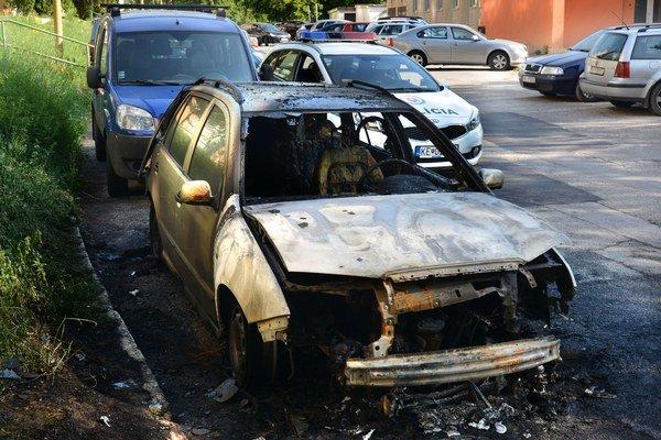 Zhorené auto.