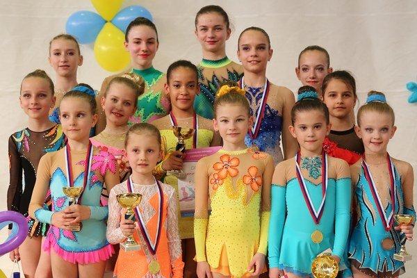 Hrdé medailistky. Spoločné foto najlepších z Cassovia Cupu 2015.