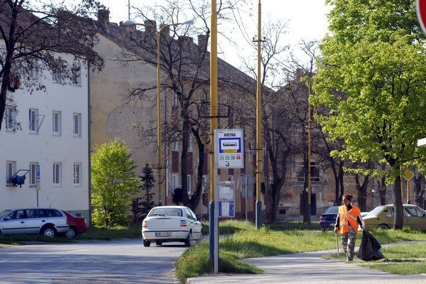 Železiarenská ulica v Šaci býva častým miestom prepadov.