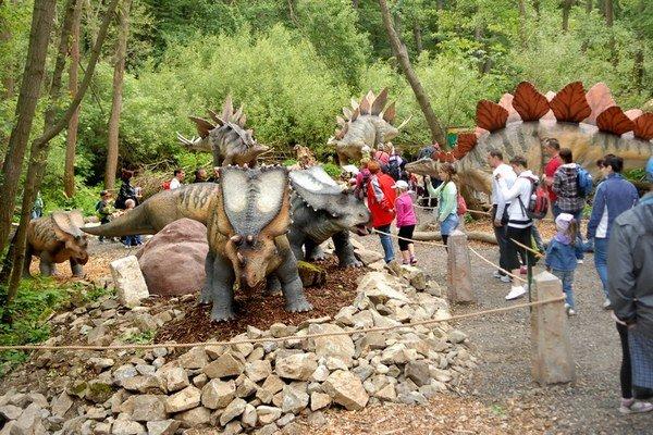 K najväčším atrakciám košickej zoo patrí Dino Park.