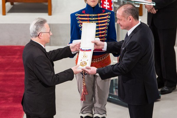 Významné ocenenie. Košickému profesorovi ho udelil prezident Kiska.