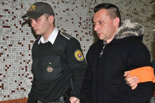 Zoltán s eskortou v pondelok na súde už posledný raz.