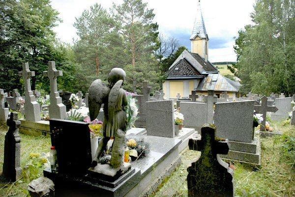 Cintorín v Lorinčíku. Nie je tu už ani jedno hrobové miesto.
