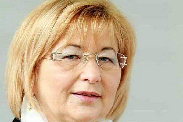 Ľubica Rošková vedie tabuľku príjmov.