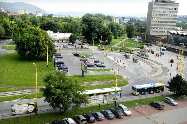 Staničné námestie. Od 1. septembra tam opäť začnú jazdiť električky.