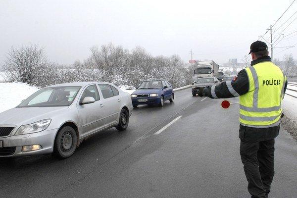 """Priestupky. Ak sa ich dopustia vodiči v hociktorej krajine EÚ, pokuty ich môžu """"nájsť"""" aj doma."""