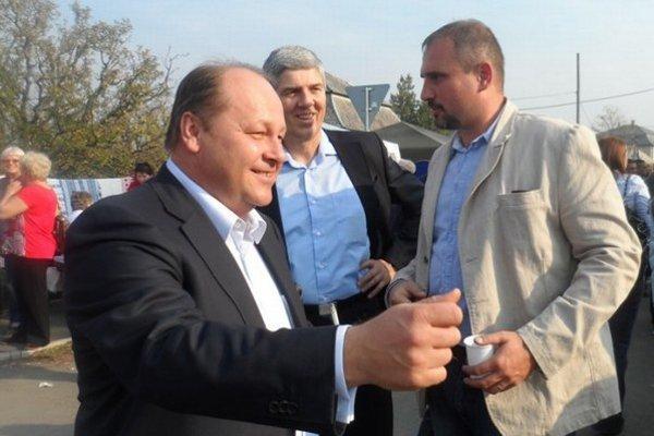 Karol Pataky (vpravo) počas predvolebnej kampane s Elemérom Jakabom a Bélom Bugárom.