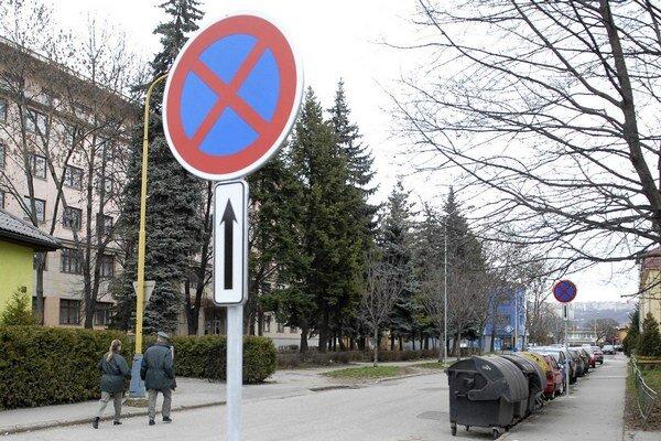 Vyriešené parkovanie? Policajtom v súčinnosti s mestom sa to podarilo na druhý pokus.