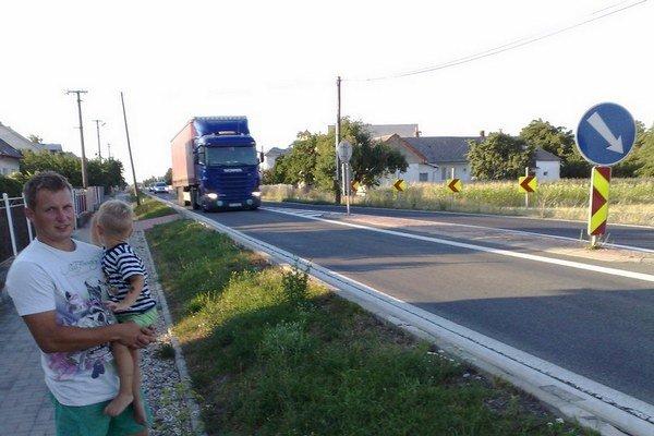 Cez Dvorianky v okrese Trebišov prejde denne viac ako 1300 kamiónov.