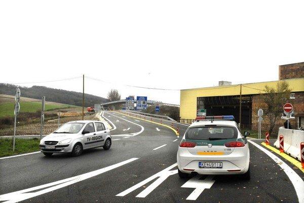 Bývalý hraničný priechod v Milhosti. Po vybudovaní obchvatu už nebude esíčko okolo neho zdržiavať motoristov.
