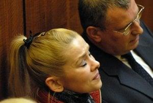 Eva Rezešová Varholíková. Prvostupňový súd jej po odsúdení povolil domácu väzbu v apartmáne. Za pár dní musela späť do väznice