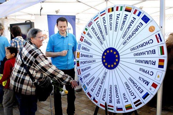 Preverili si vedomosti. Kto pozná štáty EÚ, získal malú odmenu.