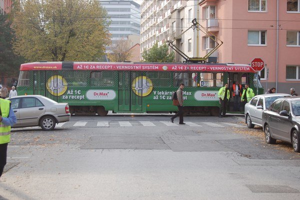 Štrajk DPMK za mzdy zablokoval križovatky.