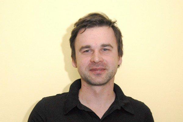 Tomáš Džadoň porozpráva o dreveniciach na paneláku. Jeho performancia nebude typickým divadelným predstavením.