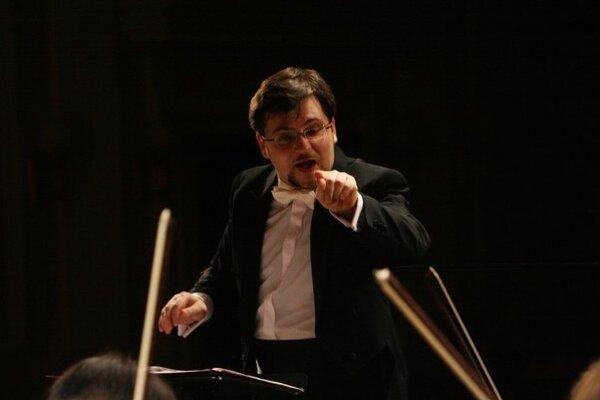 Dirigent Alim Shakh. Jeho sláva siaha ďaleko za hranice Petrohradu.