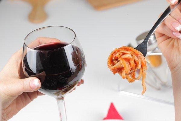 Z červeného vína môžete schudnúť, ak ho pijete s mierou.