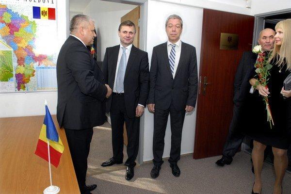 Moldavský konzulát. Nájdete ho na miestnom úrade Západu.