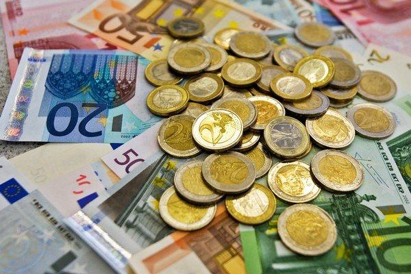 Seniori prichádzajú pre šmejdov o peniaze.
