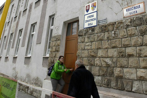 SZŠ Kukučínova. Fasáda síce neláka, no mnohí učitelia tam zarábajú aj vyše 1 000 eur.