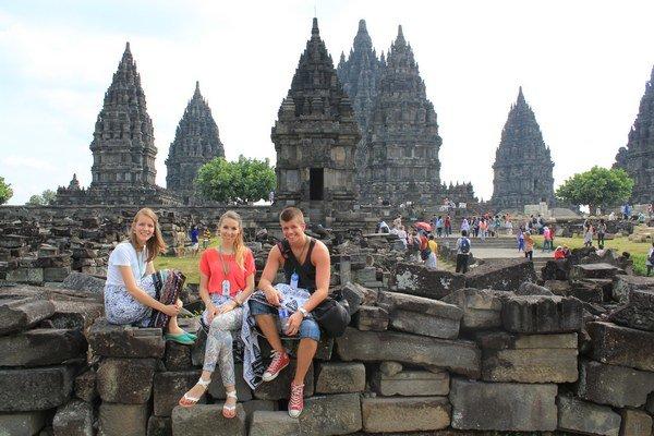 Prambanan. Hinduistický chrámový komplex.