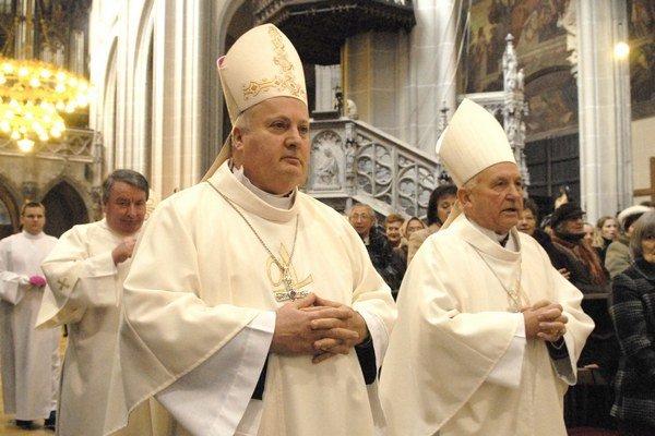 Oslavy sv. Alžbety. Do Košíc si ju prišiel uctiť aj Mons. Orazio Soricelli (vľavo), arcibiskup z Amalfi.