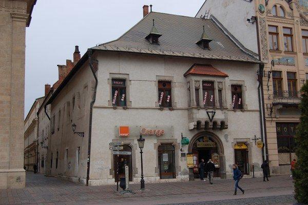 Košice, Hlavná 65. V tejto budove mal Roháč kanceláriu.