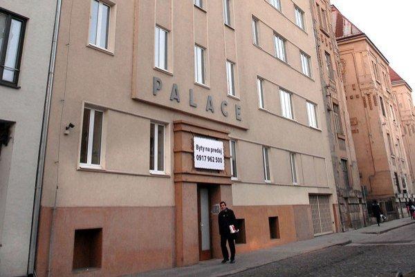 Budova na Štefánikovej. Sem do sídla firmy  v roku 1995 počas niekoľkých týždňov prišli tisíce zákazníkov.