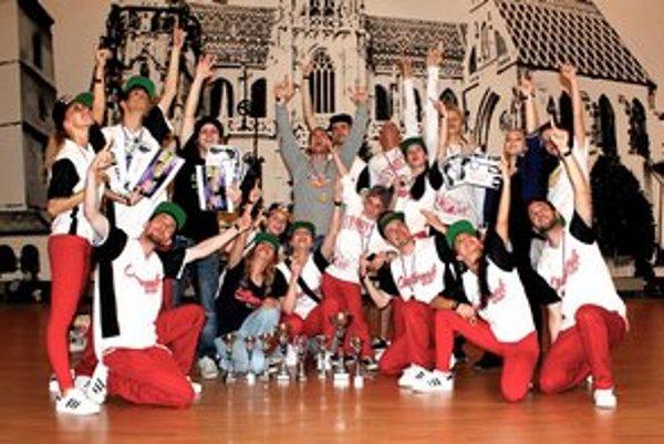 Úspešný kolektív. Tanečníci z Outbreak žnú víťazstvá.