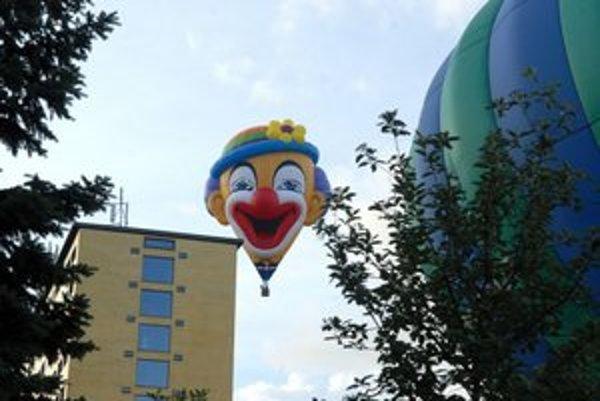Veselý balón odštartoval fiestu.