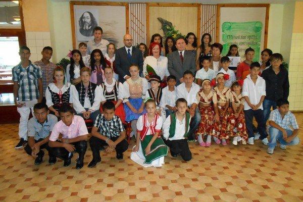 Víťazi jednotlivých kategórií s hlavnými organizátormiÚčasťou na podujatí podporili dobrú myšlienku.