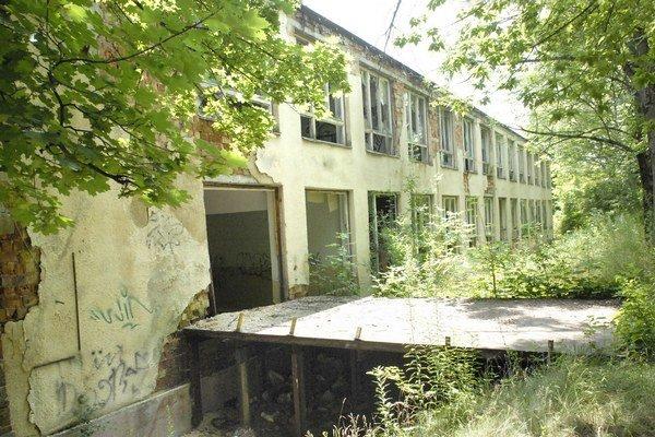 Chátrajúca Popradská. Nového majiteľa sa nedočkala,  hodnota areálu neustále klesá.