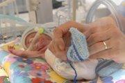 Rizikoví novorodenci. V maďarskom Miškovci ich osem zomrelo za nejasných okolností.