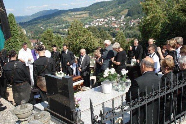 Pohreb R. Mihalika. Pochovali ho v Gelnici.