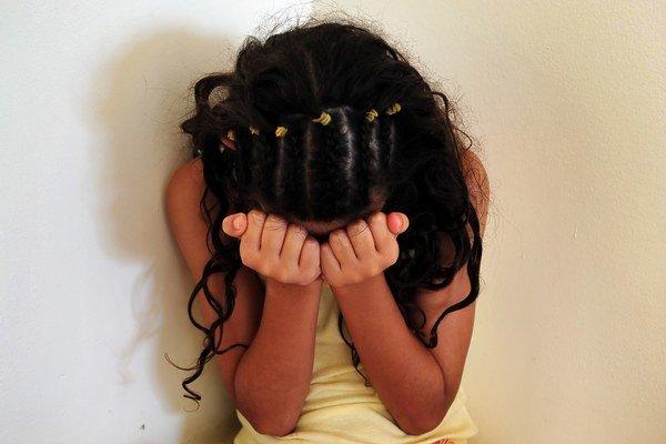 Matka 10 rokov týrala svoju dcéru.